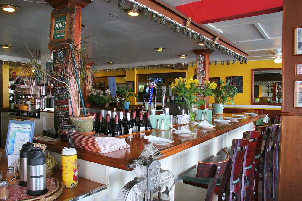 an image of the bar at masa linking to our beverage choices